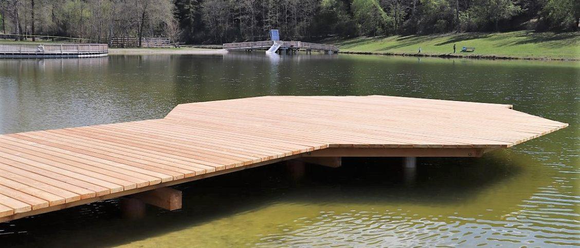 Rechtzeitig vor Beginn der Badesee wurden alle Stege am See erneuert. Foto: Kyra Berkenhof / BadeseeMieming