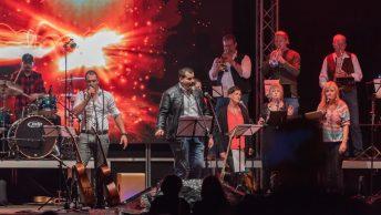 Die Konzertstimmung war trotz starker Regenfälle hervorragend. Foto: Elias Kapeller